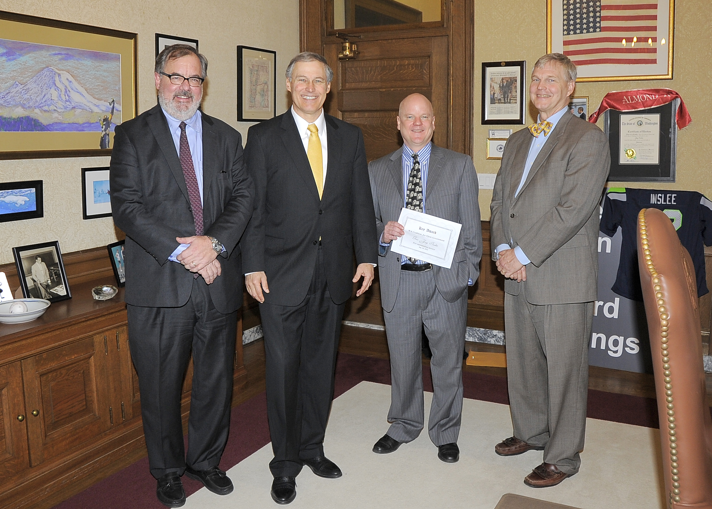 Governor receives WCOG Key Award
